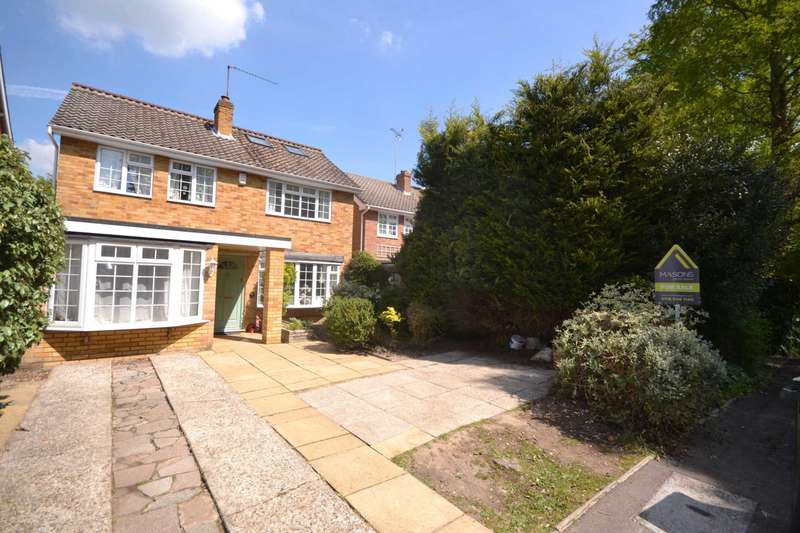 4 Bedrooms Detached House for sale in Woburn Close, Caversham Heights