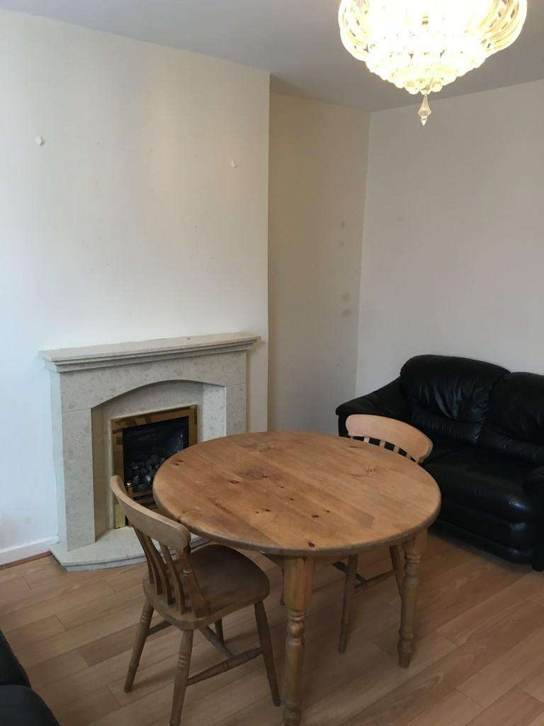 2 Bedrooms Terraced House for rent in Kelsall Grove, HYDE PARK