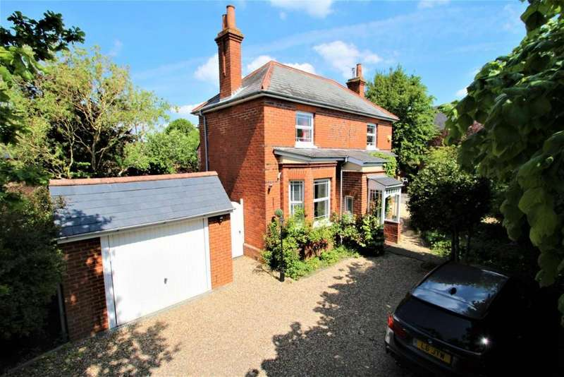 4 Bedrooms Detached House for sale in Reading Road, Burghfield Common, RG7