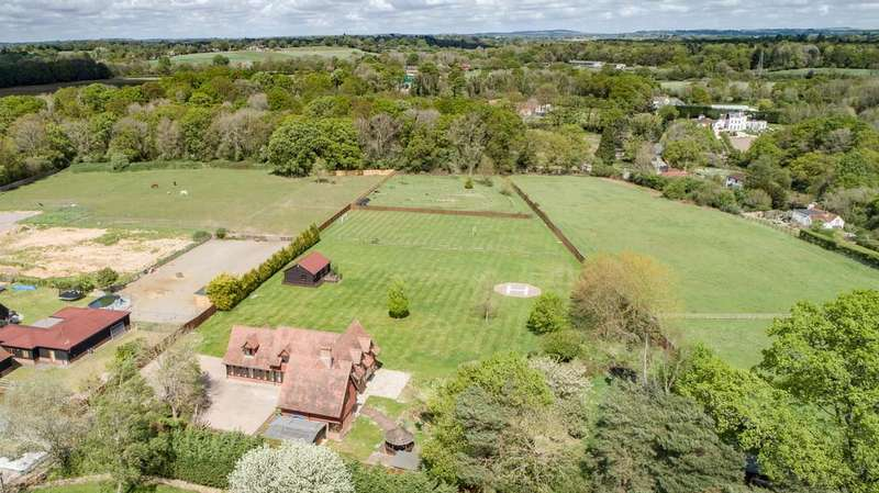 6 Bedrooms Detached House for sale in Curbridge, Hampshire