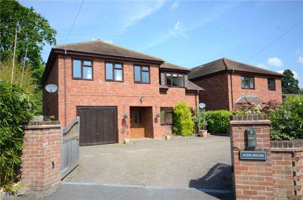 5 Bedrooms Detached House for sale in Simons Lane, Wokingham, Berkshire