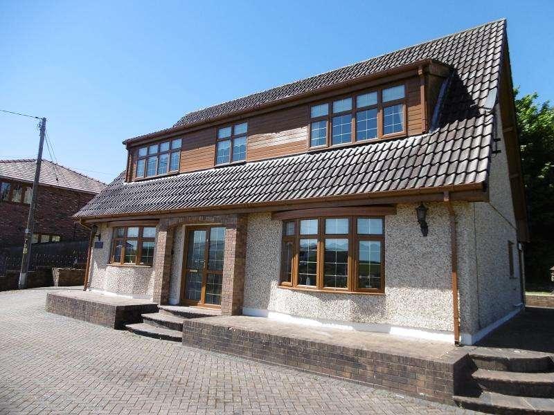 3 Bedrooms Detached Bungalow for sale in Park Hill, Tredegar, Blaenau Gwent.