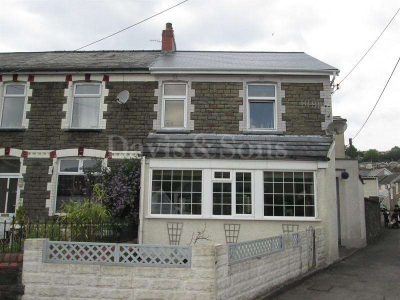 3 Bedrooms End Of Terrace House for sale in Greenfield Avenue, Newbridge, Newport. NP11 4QR
