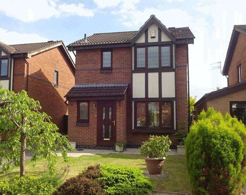 3 Bedrooms Detached House for sale in Constable Avenue, Lostock Hall.