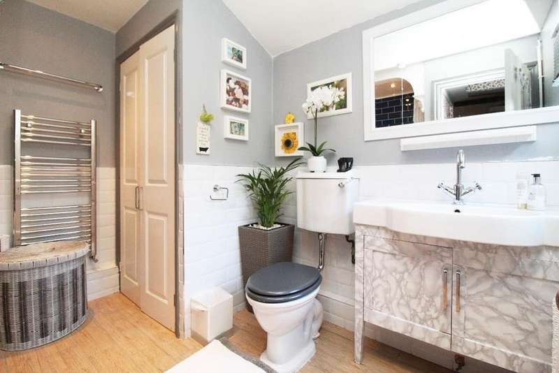 3 Bedrooms Terraced House for sale in Westbourne Road, Bedford MK40
