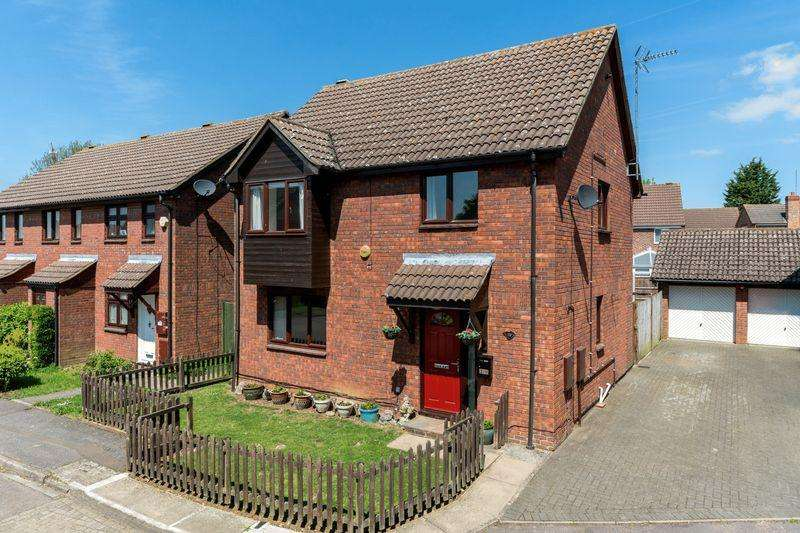 4 Bedrooms Detached House for sale in Holly Farm Close, Caddington. Cul-De-Sac Location