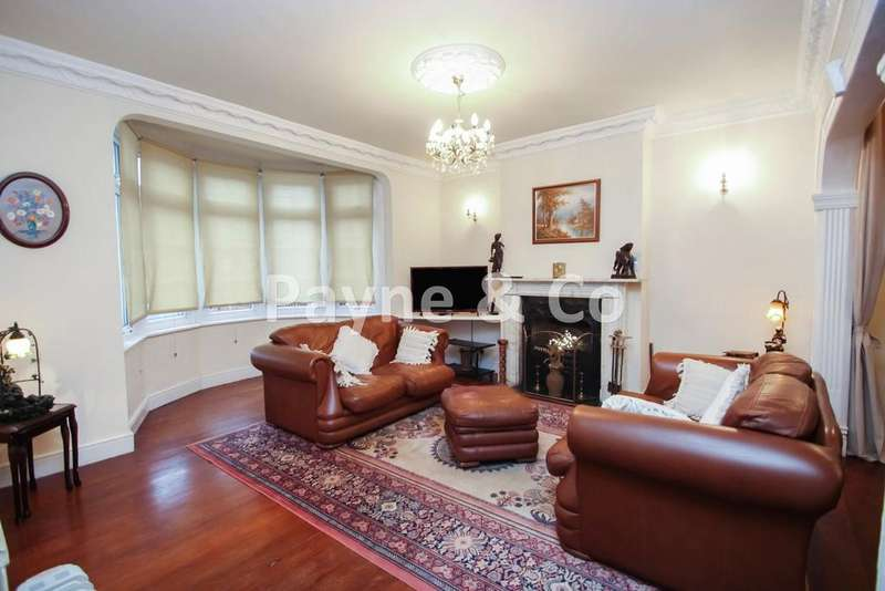 4 Bedrooms Semi Detached House for sale in Woodford Avenue, GANTS HILL, IG2