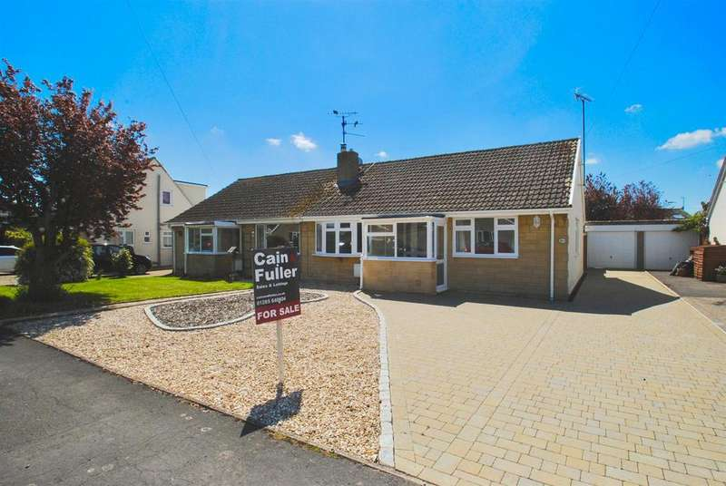 3 Bedrooms Bungalow for sale in Riverway, South Cerney