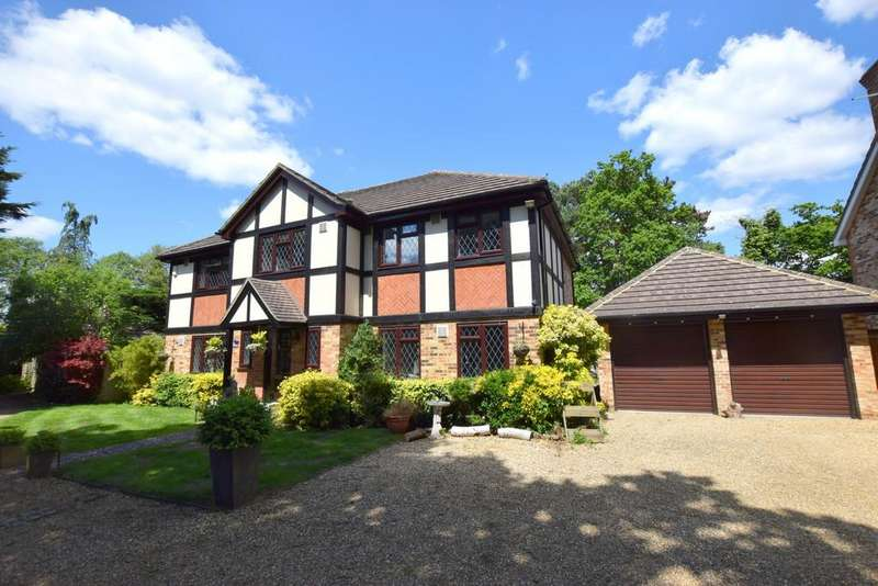 5 Bedrooms Detached House for sale in Attenborough Close, Fleet