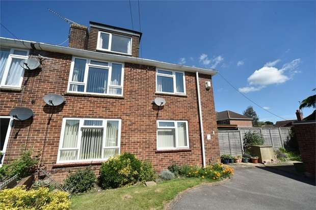 2 Bedrooms Flat for sale in Andrews Close, Theale, Reading, Berkshire