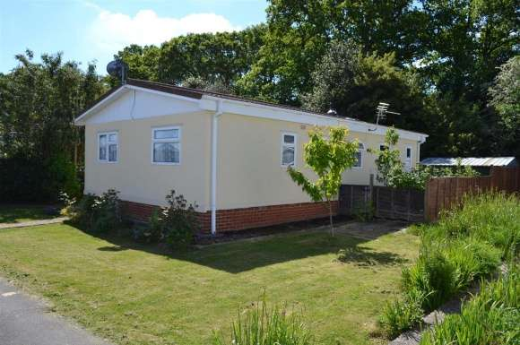 3 Bedrooms Property for sale in Beech Close, Crookham Common, Thatcham