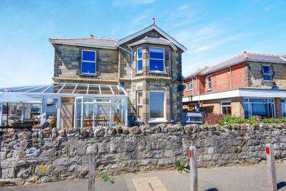 3 Bedrooms Flat for sale in Sandown, Isle of Wight