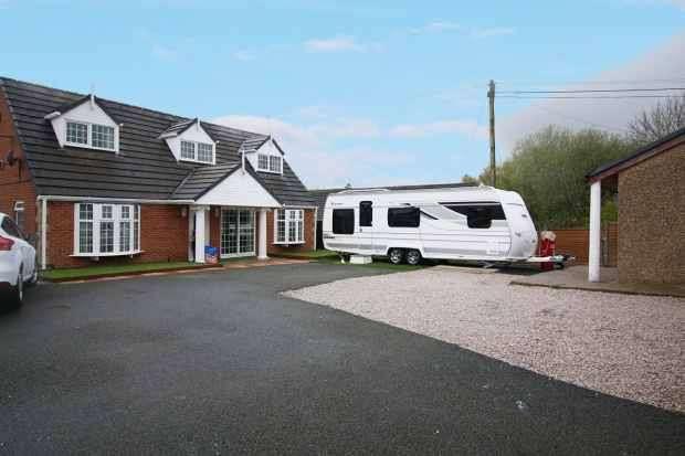 5 Bedrooms Bungalow for sale in Heys Lane, Accrington, Lancashire, BB5 3BJ