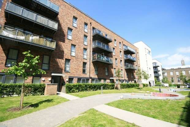 3 Bedrooms Apartment Flat for sale in Canterbury House, 1 Honour Gardens, Dagenham, RM8