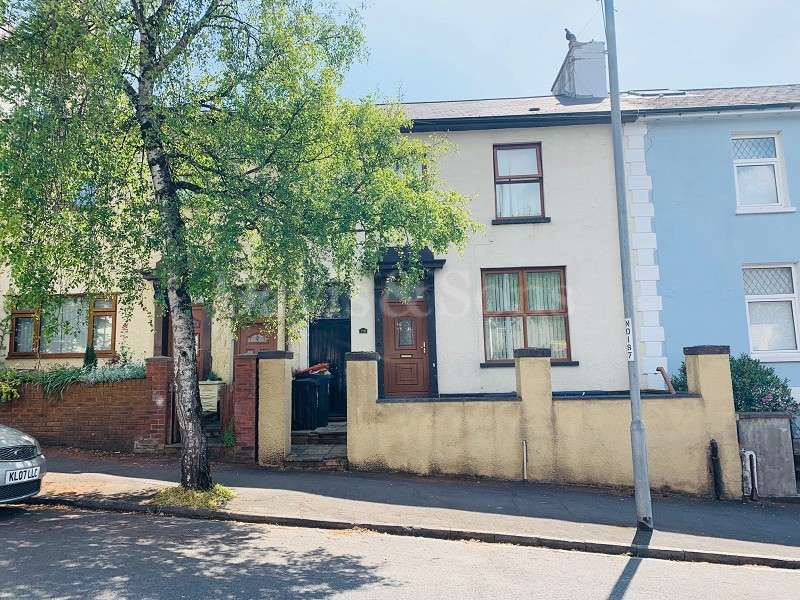 3 Bedrooms Terraced House for sale in Victoria Avenue, Newport, Gwent. NP19 8GG
