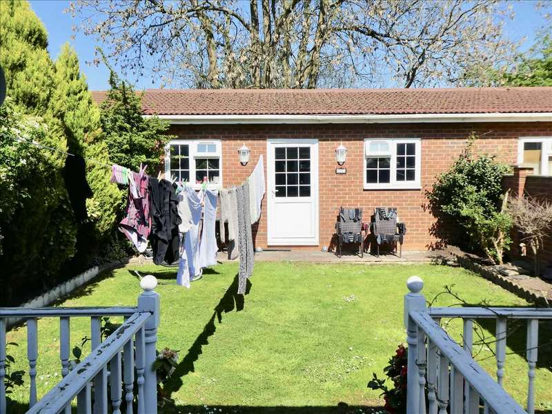 4 Bedrooms Semi Detached House for sale in Dorchester Waye, Hayes