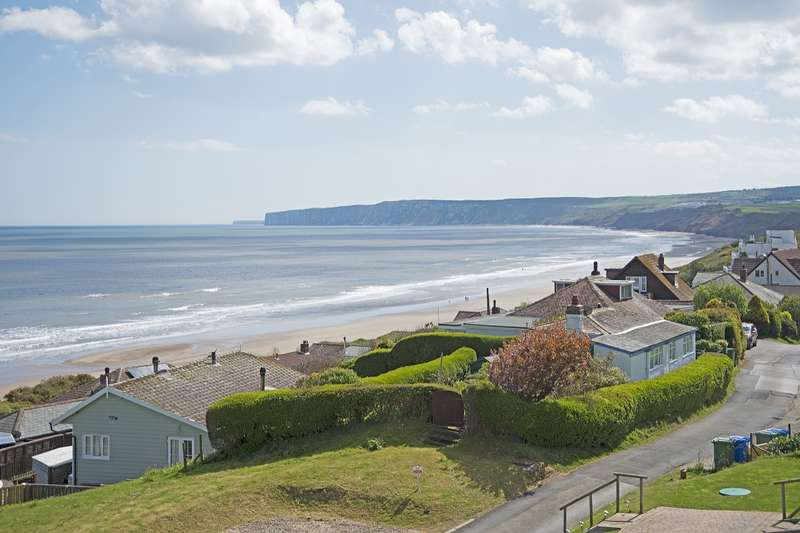4 Bedrooms Detached House for sale in Flat Cliffs, Primrose Valley, Filey, North Yorkshire, YO14