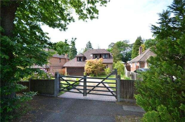 4 Bedrooms Detached House for sale in Courtmoor Avenue, Fleet