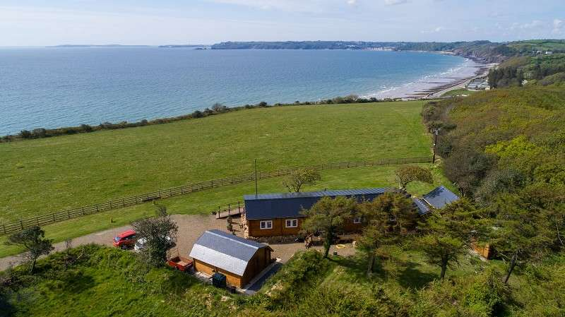 3 Bedrooms Bungalow for sale in Hollyoak, Amroth, Pembrokeshire. SA67 8NP