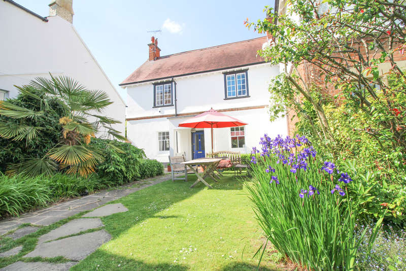 4 Bedrooms Mews House for sale in Church Lane, Exning
