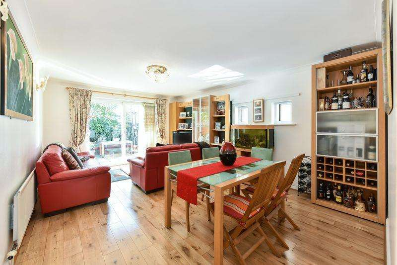 3 Bedrooms Town House for sale in Magellan Place, Isle of Dogs, E14