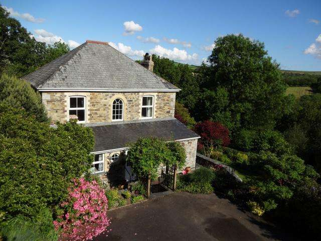 4 Bedrooms Detached House for sale in Ruthernbridge