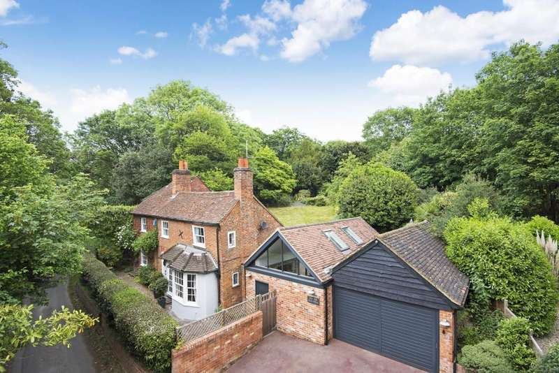 4 Bedrooms Detached House for sale in Knowl Hill, Reading, RG10
