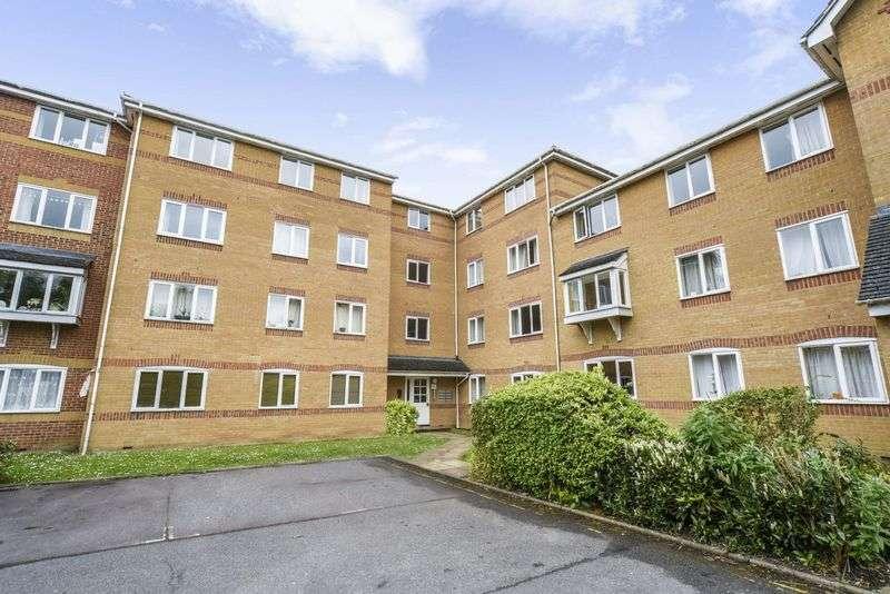 2 Bedrooms Property for sale in Ascot Court, Aldershot