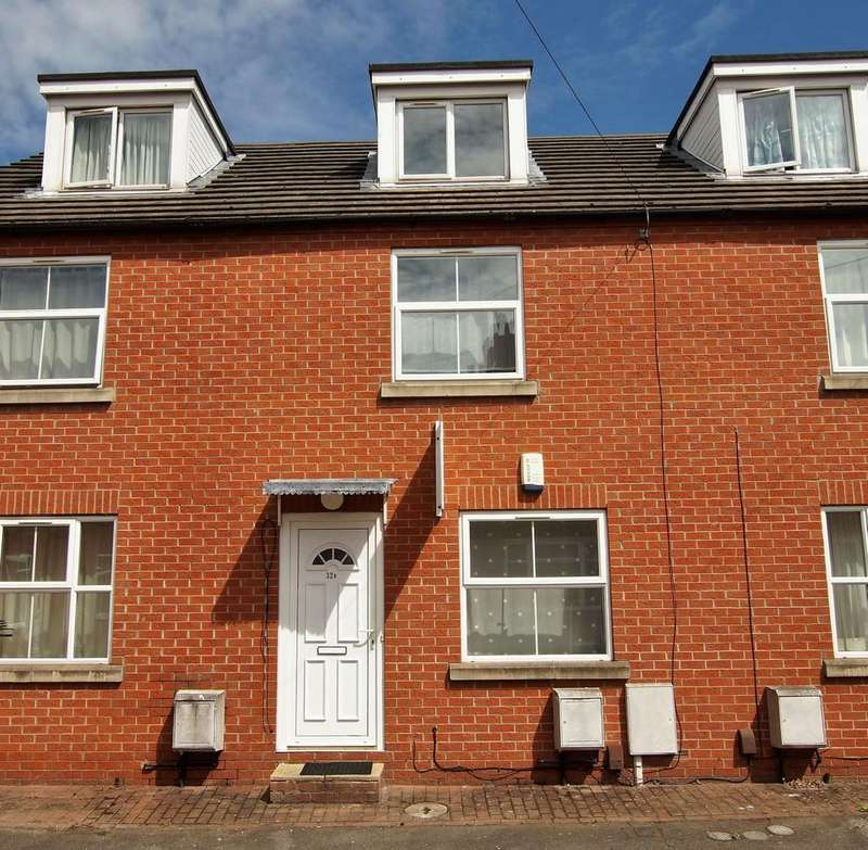 3 Bedrooms Terraced House for sale in Robey Street, Lincoln