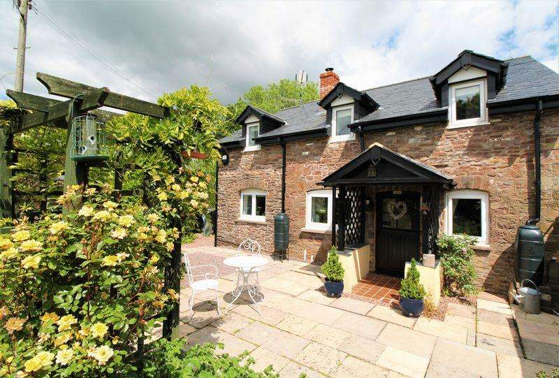2 Bedrooms Cottage House for sale in Llanvair Green, Abergavenny