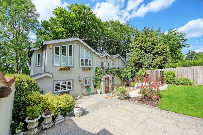4 Bedrooms Detached House for sale in Gibraltar Gem, Outstanding Cookham home overlooking Thames