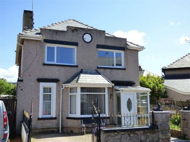3 Bedrooms Detached House for sale in Norman Road, Llandudno, Conwy
