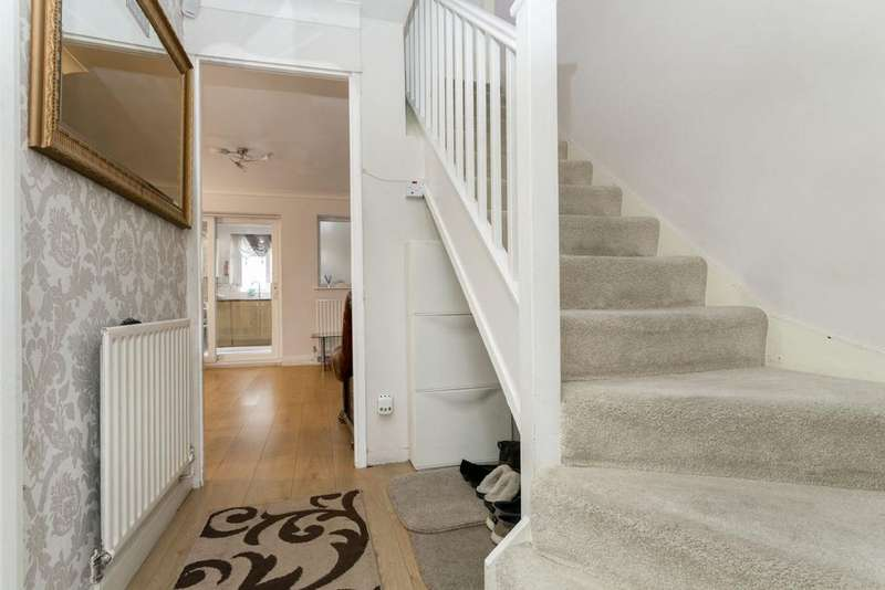 3 Bedrooms Terraced House for sale in SKIERS STREET, STRATFORD, E15