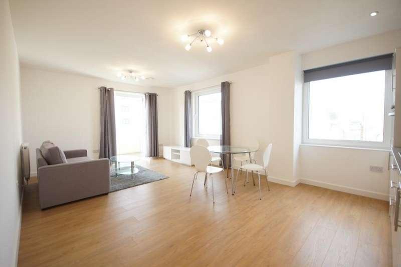 2 Bedrooms Flat for rent in Buckingham Gardens, Slough, SL1