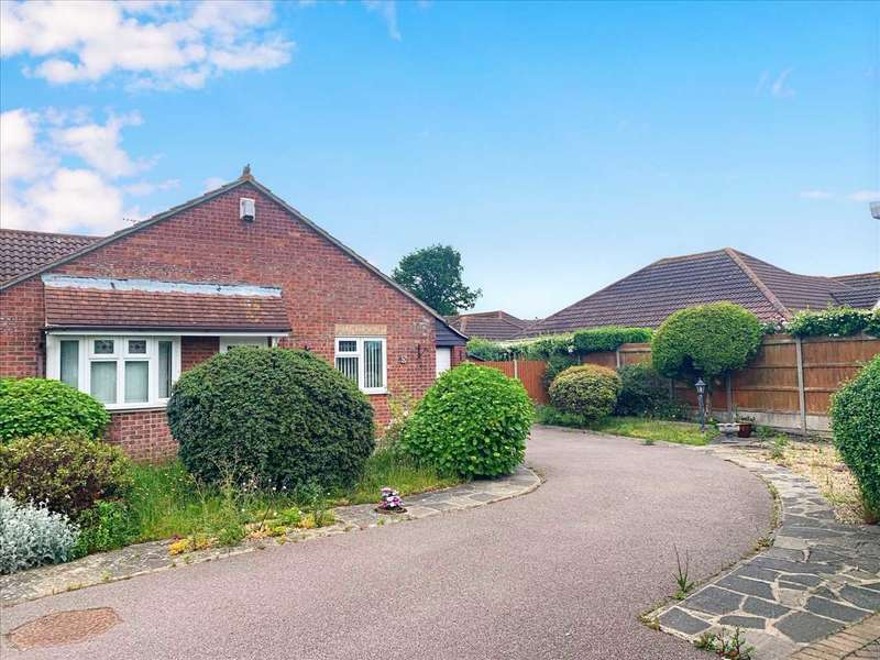 3 Bedrooms Bungalow for sale in Felixstowe Close, Clacton-on-Sea