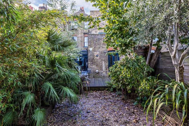 3 Bedrooms Ground Flat for sale in Southampton Way, Camberwell, SE5