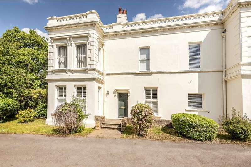 2 Bedrooms Flat for sale in Slough, Berkshire, SL2