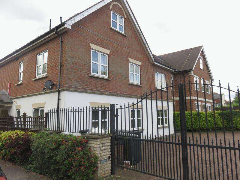 1 Bedroom Apartment Flat for rent in 113 Manor Road, Chigwell