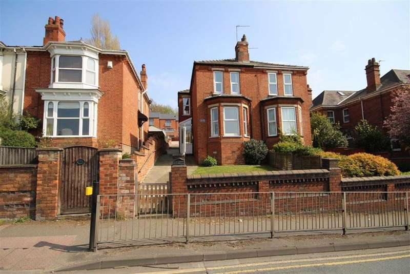 4 Bedrooms Semi Detached House for sale in Yarborough Road, Lincoln, Lincolnshire