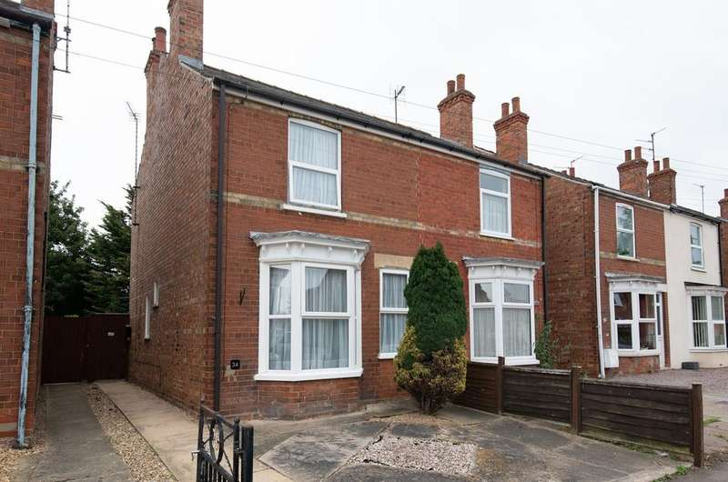 2 Bedrooms Semi Detached House for sale in Carrington Road, Spalding, PE11