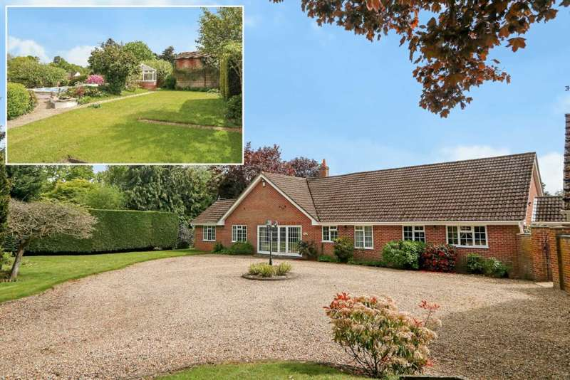 5 Bedrooms Detached Bungalow for sale in Bucklebury Common, Woolhampton, Berkshire