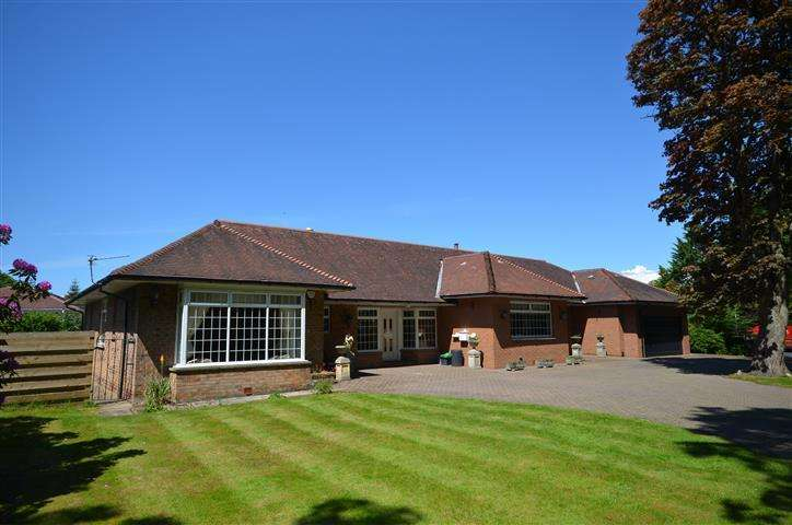 4 Bedrooms Detached Bungalow for sale in 22 Alloway, Alloway, KA7 4PG