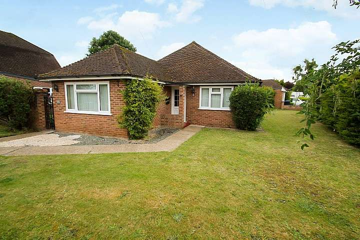 3 Bedrooms Detached Bungalow for sale in Western Avenue, Thorpe, TW20