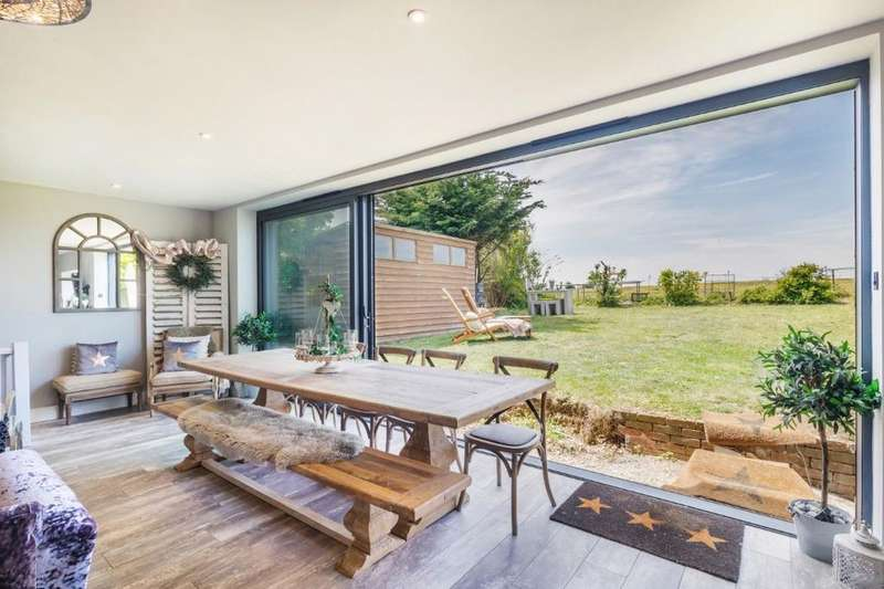 5 Bedrooms Detached House for sale in Westmeston Avenue, Saltdean, East Sussex, BN2
