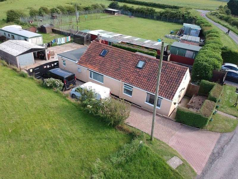 4 Bedrooms Bungalow for sale in Ferry Road, Goxhill, Barrow-upon-Humber, Lincolnshire, DN19 7NH