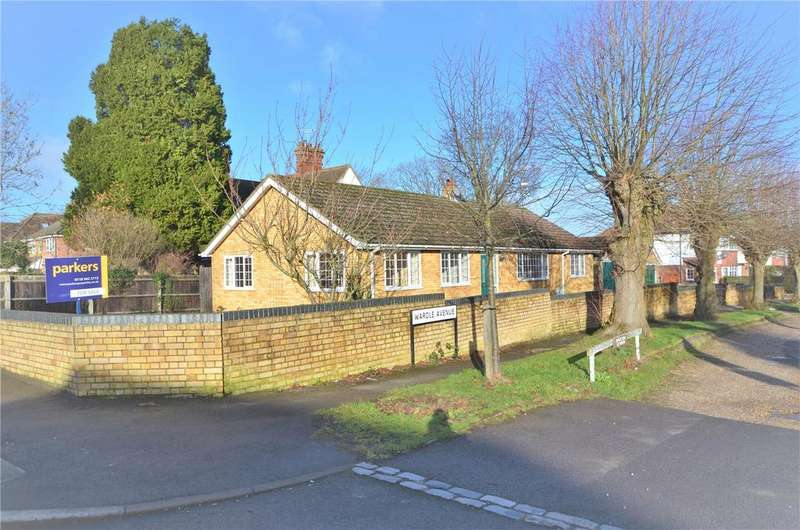 4 Bedrooms Bungalow for sale in Wardle Avenue, Tilehurst, Reading, Berkshire, RG31