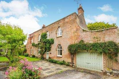 3 Bedrooms Detached House for sale in Oaklands Drive, Almondsbury, Bristol