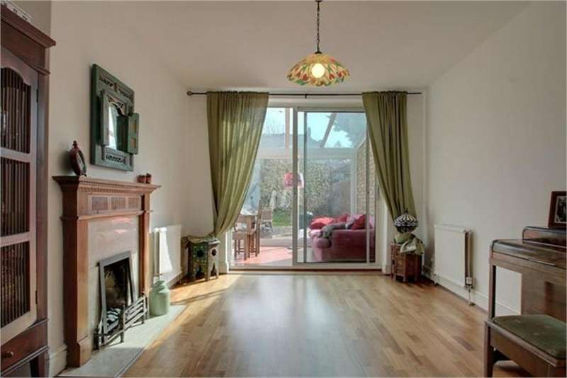 4 Bedrooms Semi Detached House for sale in Crest Road, London, NW2