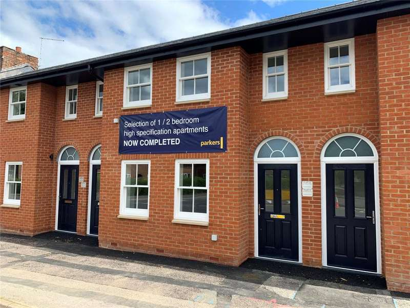 2 Bedrooms Apartment Flat for sale in Red Lion House, Church Street, Theale, RG7