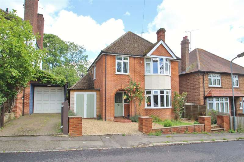 3 Bedrooms Detached House for sale in Stowe Avenue, Buckingham
